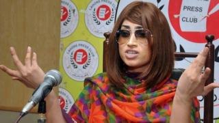 Qandeel Baloch speaks during a press conference in Lahore (28 June 2016)