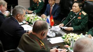 Một lần họp giữa lãnh đạo quốc phòng hai nước