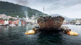 Kapal roald amundsen