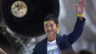 Yusaku Maezawa déclare avoir acheté la centaine de billets mis en vente pour le voyage sur la Lune.