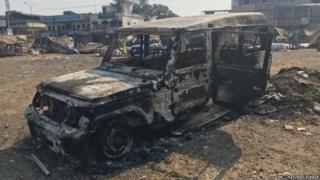 भीमा कोरेगाव हिंसाचाराच्या भक्ष्यस्थानी पडलेली गाडी