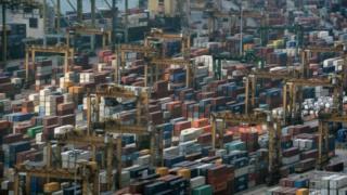 叉車司機涉嫌多次向載送貨櫃的司機索取1星加坡元