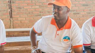 Umuhanzi Kizito Mihigo azwi cyane mu ndirimbo ziririmbirwa Imana, izivuga amahoro n'ubwiyunge