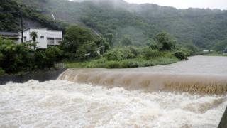 Heavy rain for Japan don pursue 800,000 pipo comot from house