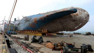 Sewol sitting on a semi-submersible transport vessel, arrived at a port in Mokpo