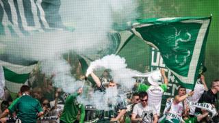 """""""Бремен"""" фанаттары өткөн ишембиде """"Майнц"""" футбол клубу менен болгон беттеште."""