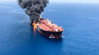 ناقلة نفط مشتعلة في الخليج