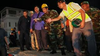 Hun Sen with rescue workers