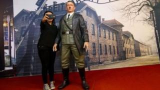 Sanamu moja ya Adolf Hitler inayotumika sana kwa picha za ''Selfie'' na wageni katika makavazi ya Indonesia imeondolewa.