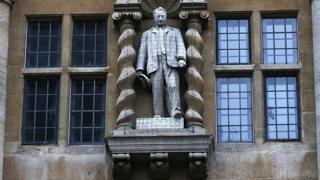 Статуя Сесиля Родса в Оксфорде