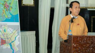 ရန်ကုန်မြို့သစ်စီမံကိန်းအကြောင်းရှင်းပြနေတဲ့ ဝန်ကြီးချုပ်ဦးဖြိုးမင်းသိန်း