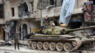 Soldados do governo sírio em Aleppo