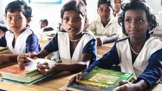 কর্মকর্তারা বলছেন বাংলাদেশে মোট সরকারি প্রাথমিক বিদ্যালয়ের সংখ্যা ৬৫ হাজার ৫৯৩টি।