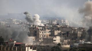 空爆を受ける東グータ地区(20日)