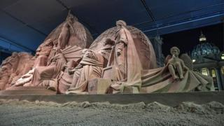 The sand sculpture was unveiled at the same time as the official St Peter's Square Christmas tree lighting ceremony