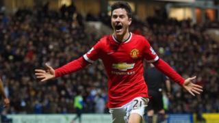 Barcelona inajiandaa kwa uhamisho wa mwezi Januari wa kiungo wa kati wa Manchester United Ander Herrera, 28. (Don Balon, via Daily Express)