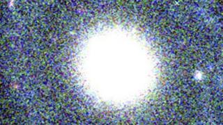 Galaxia PGC 1000714 en la que puede verse un centro circular
