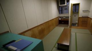 Một phòng tạm giam ở trại Ushiku, Ibaraki