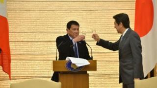 Ayo majambo prezida Duterte yayumvise ari mu ndege aja mu gihugu c'Ubuyapani
