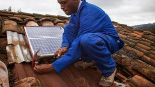 رواندا موطن لفكرة رائدة في مجال استخدام الطاقة الشمسية