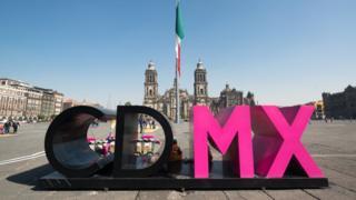 Las letras CDMX en el Zócalo de Ciudad de México