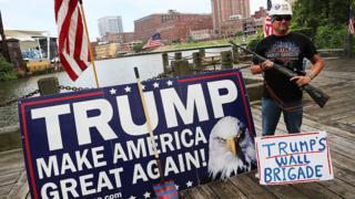 Un seguidor de Trump, partidario de construir un muro entre Estados Unidos y México.