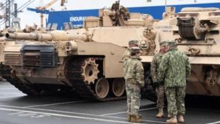 Các xe tăng và thiết bị Mỹ bắt đầu tới Đức từ tuần trước và đang được chuyển tới Đông Âu