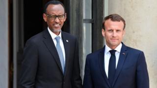 Emmanuel Macron et Paul Kagame, ici à Paris en mai 2018, ont entamé une décrispation des relations diplomatiques franco-rwandaises.