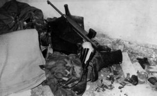 米尼切羅的迷彩服和槍支彈藥