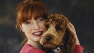 Una mujer y su perro