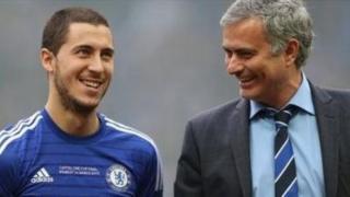Mkufunzi wa Manchester United Jose Mourinho anapanga kutoa rekodi ya dau la Uingereza la £90m kumnunua mchezaji wa Chelsea na Ubelgiji ,26, Eden Hazard. (Sun)