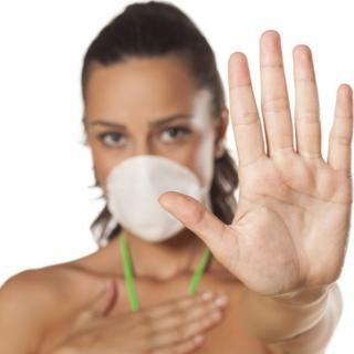 Mujer con una mascara