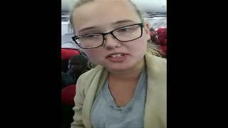 Elin Ersson, de 21 anos, era uma das passageiras do voo que saía de Gotemburgo, na Suécia, com destino à Turquia.