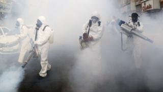 حملة تعقيم وتنظيف بعد انتشار فيروس كورونا في إيران