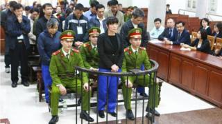 Bà Phạm Thị Bích Lương và các đồng phạm tại phiên xử sơ thẩm hồi tháng Một