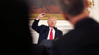 特朗普在白宫的美国州长协会会议上发表讲话