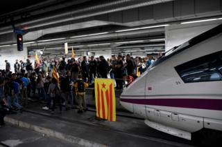 A pro-independence flag is placed on a train by protesters blocking tracks at the Sants Station in Barcelona during a strike called by a pro-independence union in Catalonia on November 8, 2017.