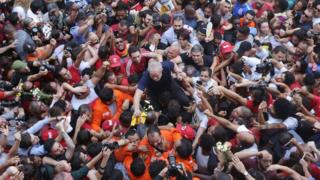 Brazilian ex-president Luiz Inacio Lula da Silva is lifted by supporters after attending a Catholic Mass in memory of his late wife Marisa Leticia, at the metalworkers' union building in Sao Bernardo do Campo, in metropolitan Sao Paulo, Brazil, 7 April 2018