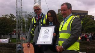 Prof Trevor Whittaker, Guinness World Record representative and QUB Vice Chancellor Prof Patrick Johnston