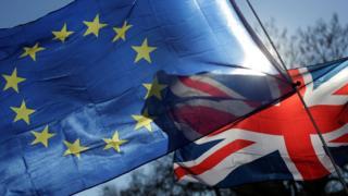 Avrupa Birliği ve Birleşik Krallık bayrakları