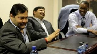 برادران گوپتا از آفریقای جنوبی فرار کرده اند؛ گفته می شود که آنها در دوبی زندگی می کنند