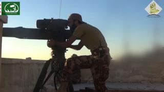 Halep'te savaşan Suriyeli muhalif bir asker