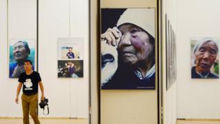 杭州圖書館、杭州圖書館事業基金會主辦的70位國際倖存慰安婦圖片、實物展在杭州圖書館開展,展出中國、韓國等地的70位慰安婦倖存者的肖像照、日常物品和手印等展品。