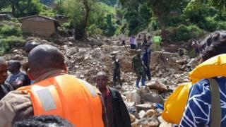 un deuil national de deux jours a été décrété lundi à la mémoire des 140 victimes du glissement de terrain dans le nord-est du pays.