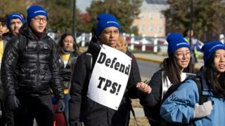 Manifestantes a favor de mantener el programa TPS en Maryland en noviembre de 2019.