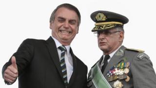 Bolsonaro e o comandante do Exército, Edson Leal Pujol