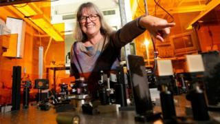 Donna Strickland en su laboratorio en la Universidad de Waterloo, Ontario, Canadá.