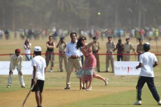 Duchess of Cambridge playing cricket
