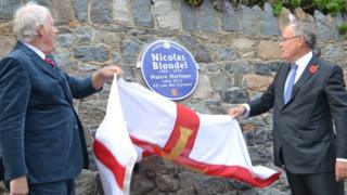 Geoff Dorey (left) and Sir Richard Collas (right) unveil a blue plaque to Nicolas Blondel