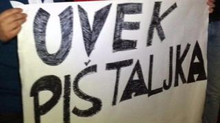 "Transparet sa protest ""Uvek pištaljka, nikad više puška"""